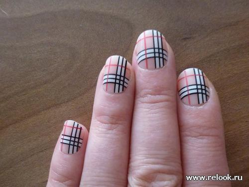 Рисунок клетка на ногтях