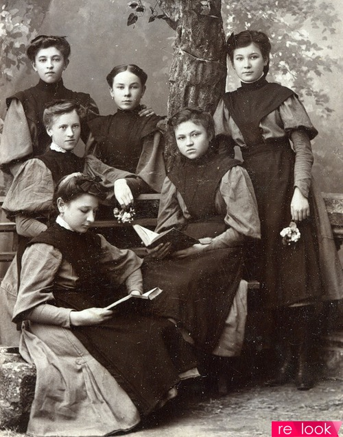 Фото: а в начале века учились на улице, а в 60-х школы были переполнены