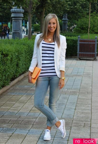 Голубые светлые джинсы