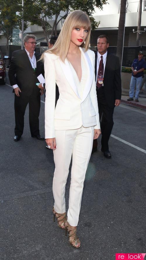 Фото белые брюки