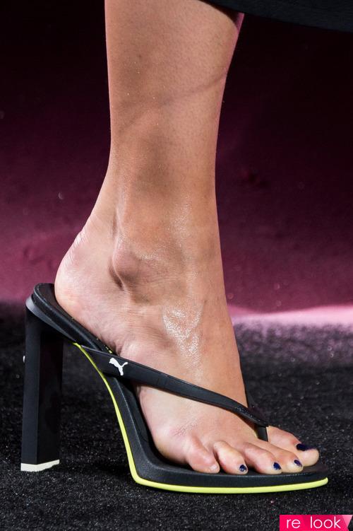 Сапоги с верхом из ремешков существовали еще в Древнем Риме, поэтому в  1970-е годы такую обувь называли «римлянки». Модели летних сапог римского  образца ... 4f995fe1e4b